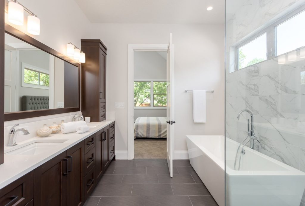 Bathroom trends 2018 get your design right during your for Modern bathroom tile trends