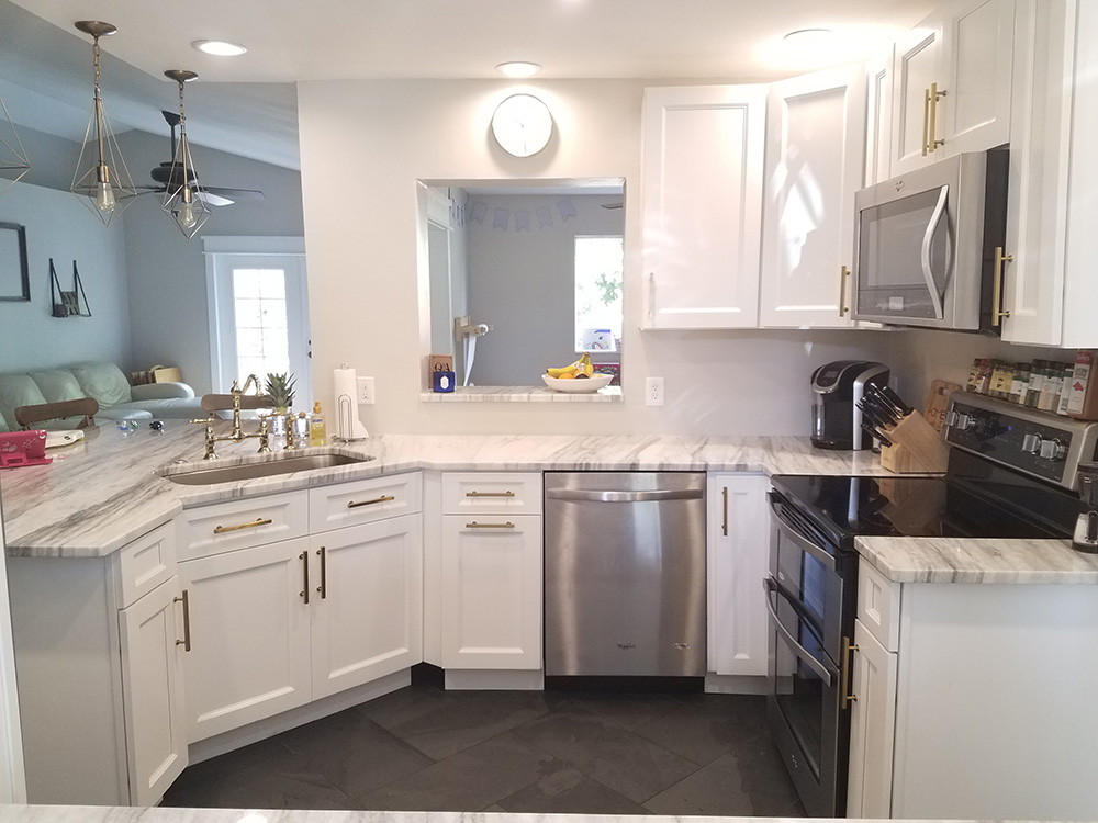 traditional white kitchen cabinets buy thompson white kitchen cabinets 6341